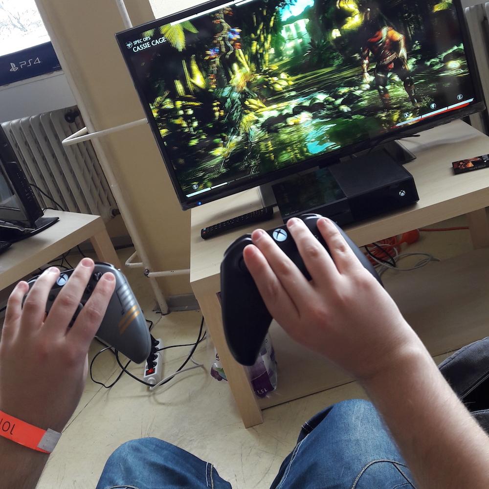 UniCon 2016 Mortal Kombat alone