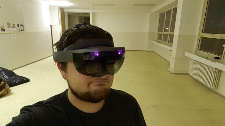 HoloLens na hlave